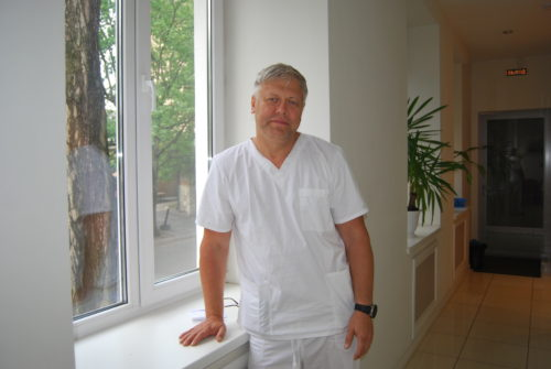Хирург имплантолог в Калининграде Туров Д.